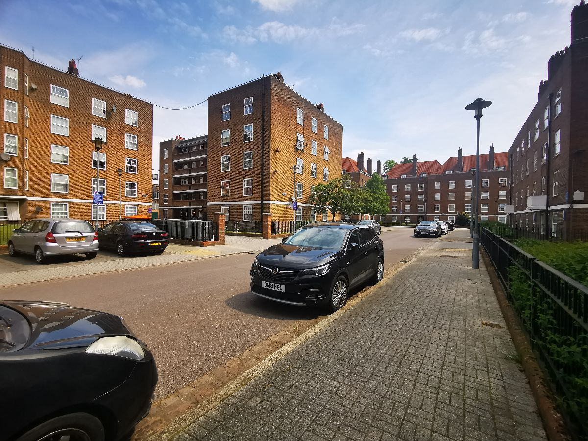 One bedroom ground floor located within the Stamford Hill area.